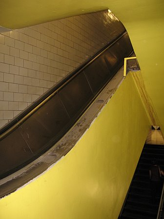 doesn't look like the escalators are working again!