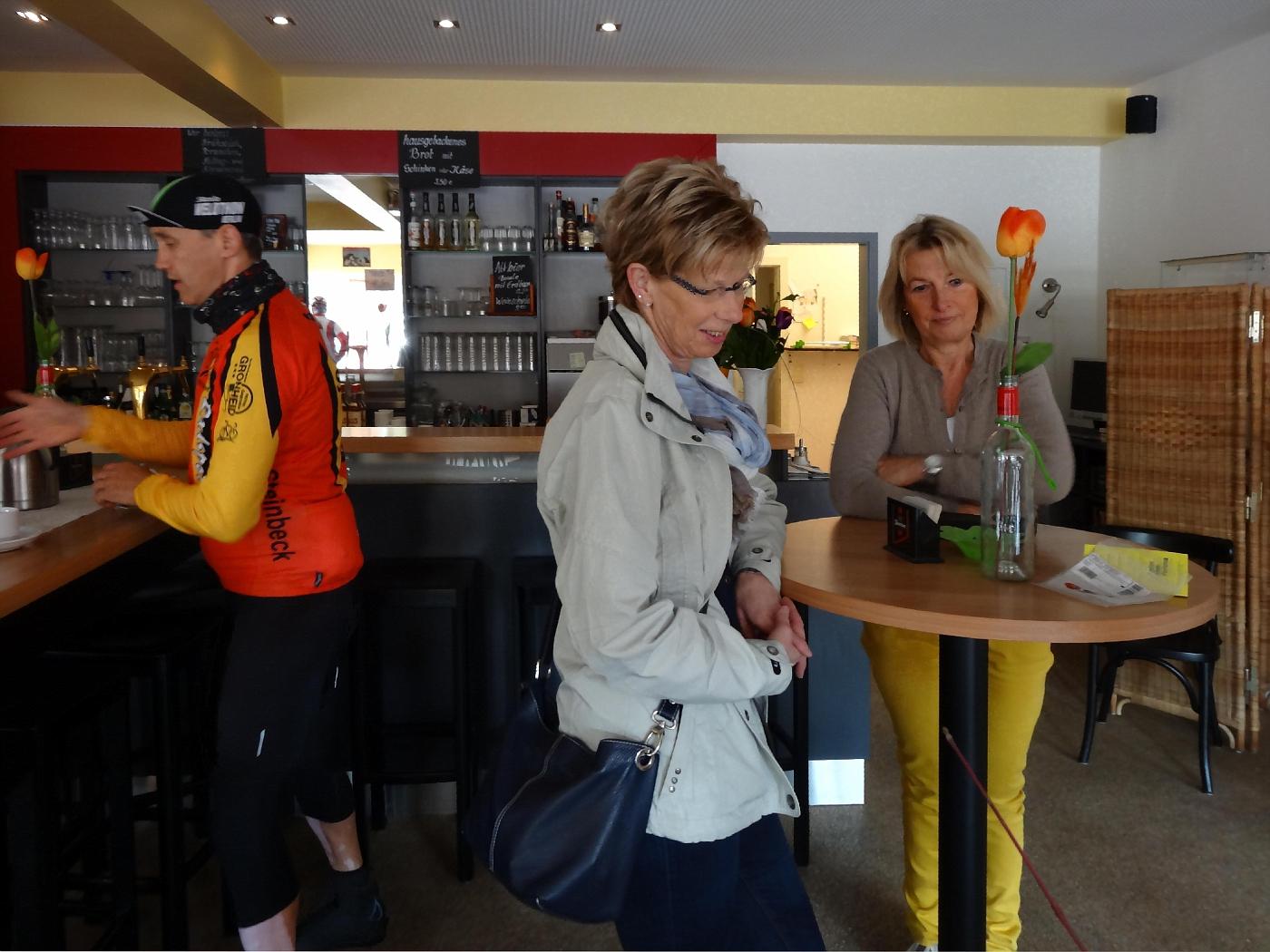 Im Café Remarque, Lohne