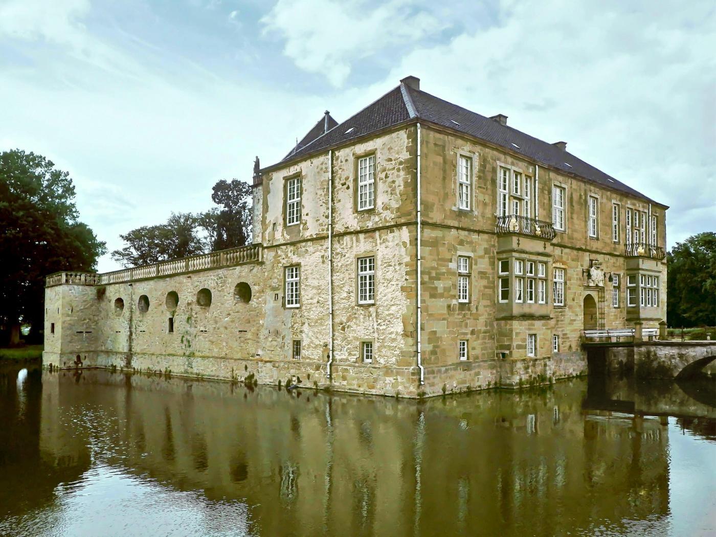 Schloss und Wasserbraben