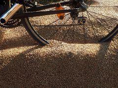 Weizenernte auf dem Radweg