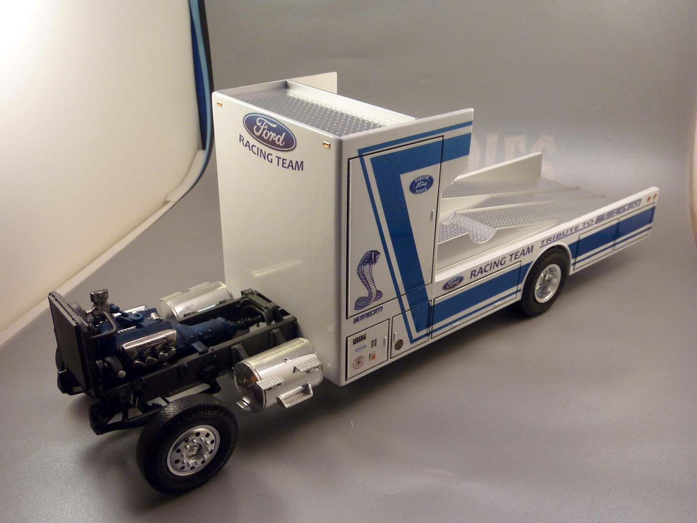 """Ford Louisville racing car hauler """" tribute to Caroll Shelby """" Terminé  - Page 2 Photo5-vi"""