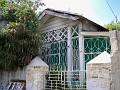 Petite maison avec fer forgé et bois , toujours 1ére ruelle Jérémie.