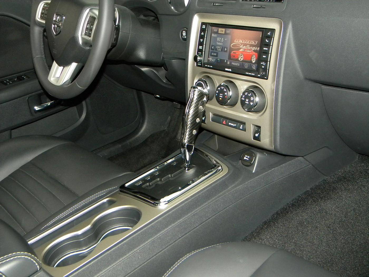New Srt Dash And Console Trim Pics Dodge Challenger Forum Challenger Srt8 Forums