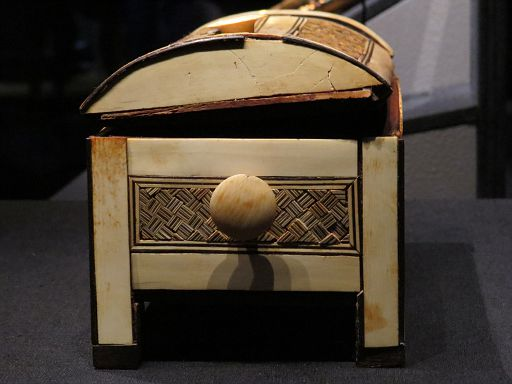 Carved & Inlaid Wooden Box3