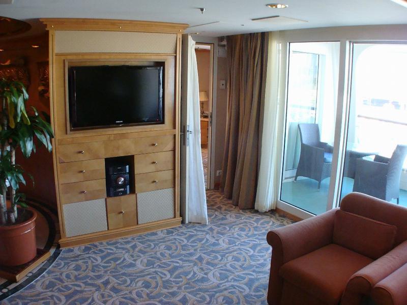 Royal Suite Deck 8 FWD