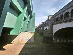 Zwischen den parallelen Trogbrücken