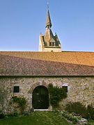 Wirtschaftsgebäude und Kirche