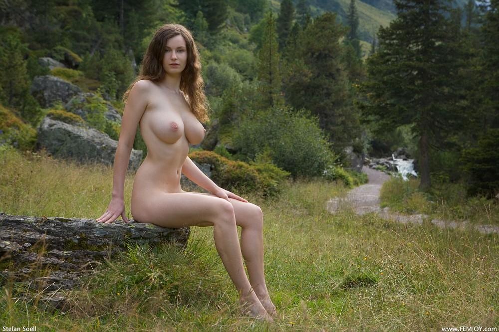 Голые девки в лесу фото