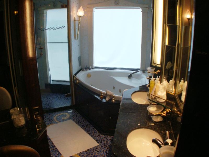 AC Penthouse Bath area