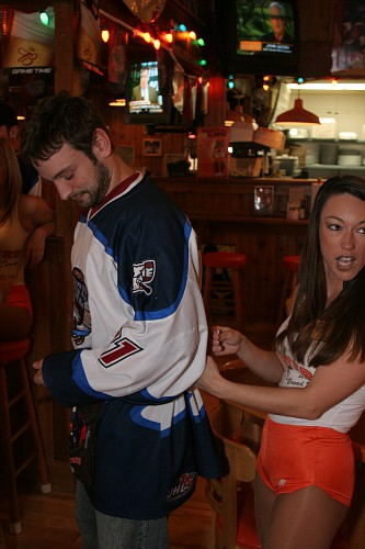 060105 Hooters 0013