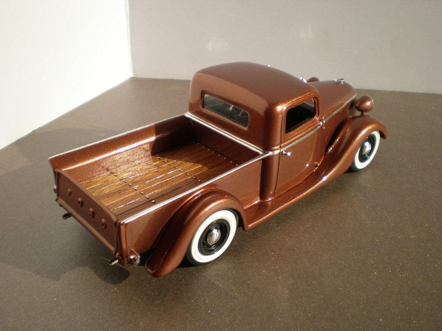 Ford 1938 pick-up, channeled, top chopper, sectioned, dropper, leased  Fordpickup1939102-vi